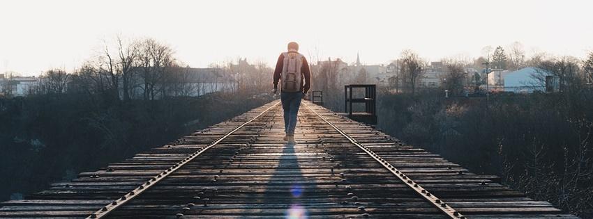 Cô đơn một mình bước đi