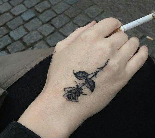 tattoo hoa hong o ban tay