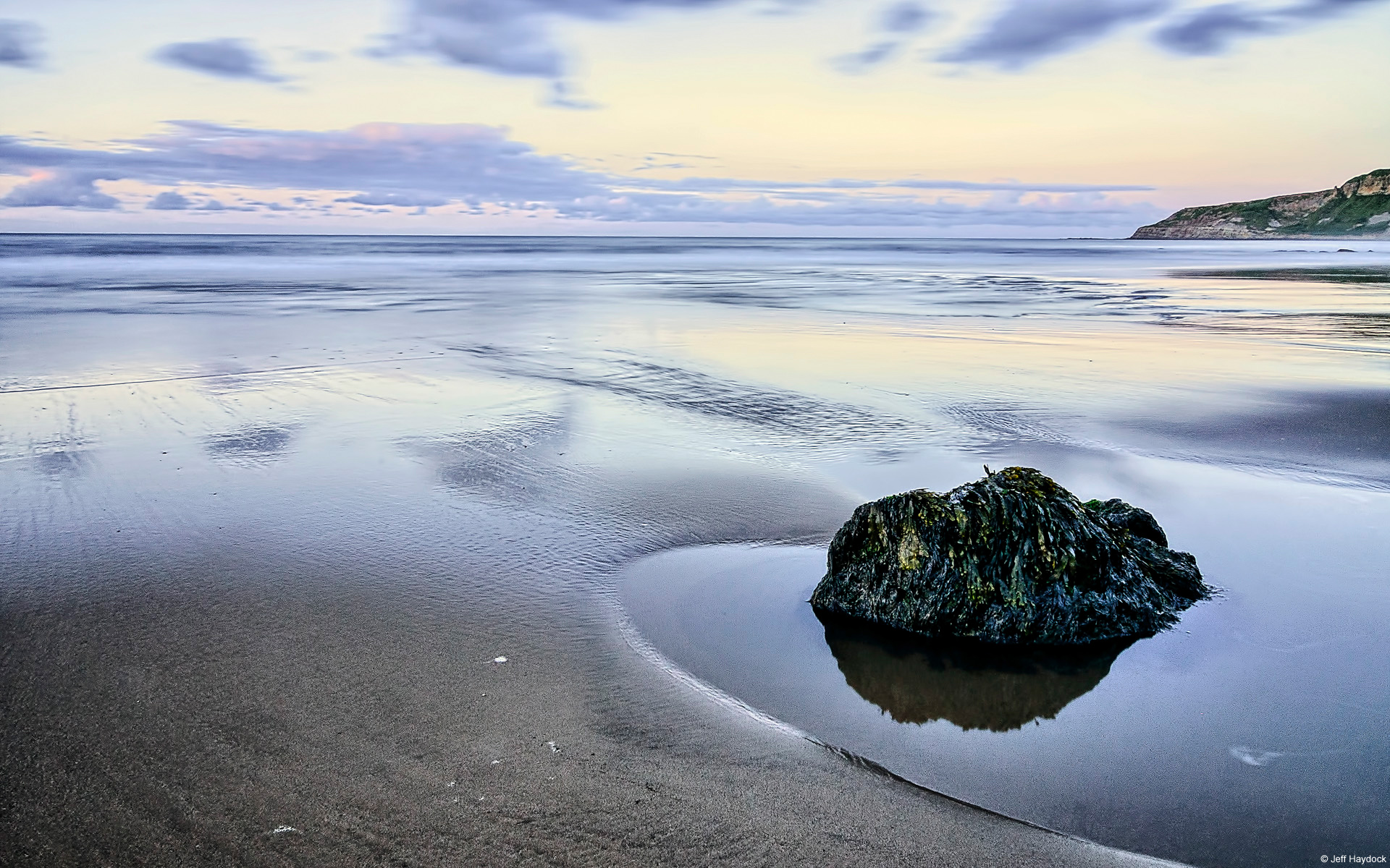 Một góc bãi biển tại vịnh Cayton, Yorkshire, Anh