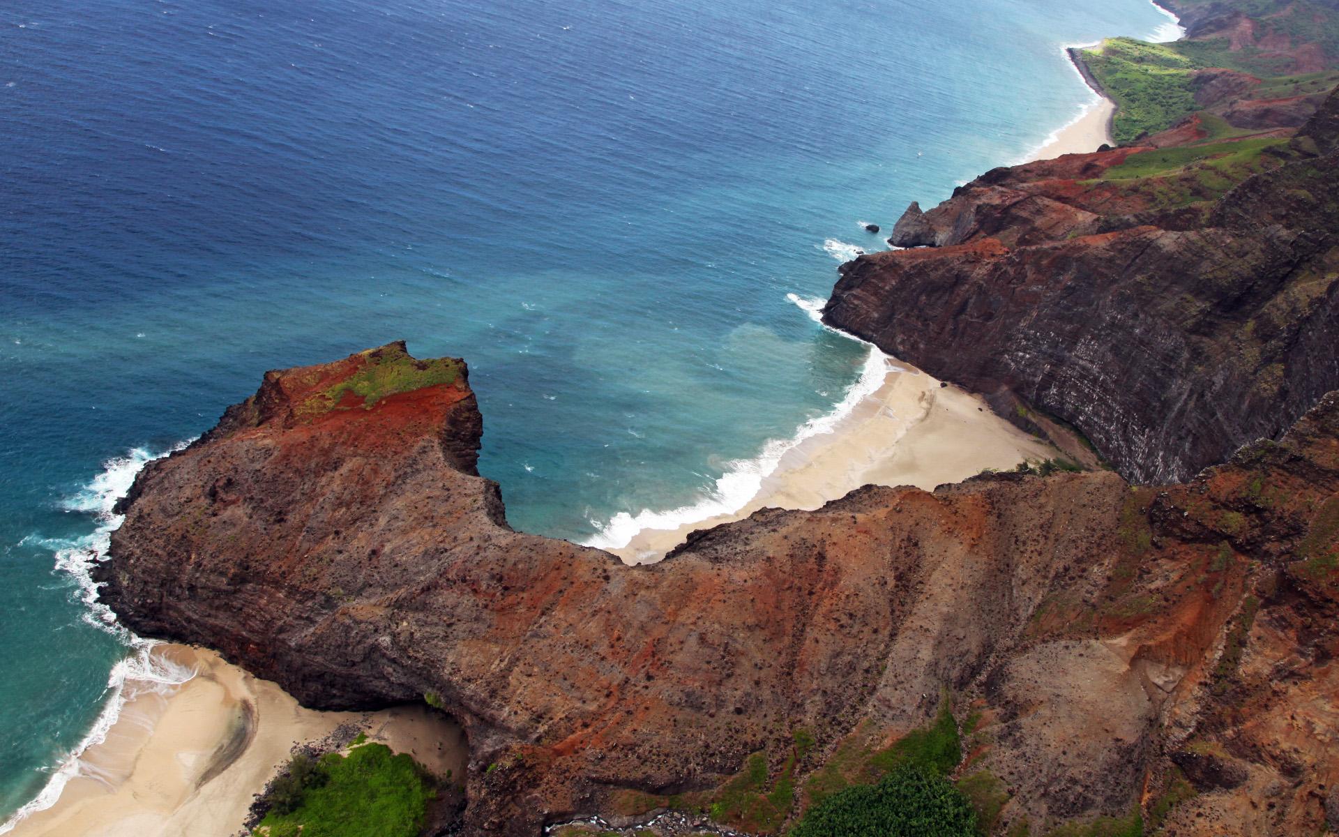 Bãi biển nhìn từ trên vách đá