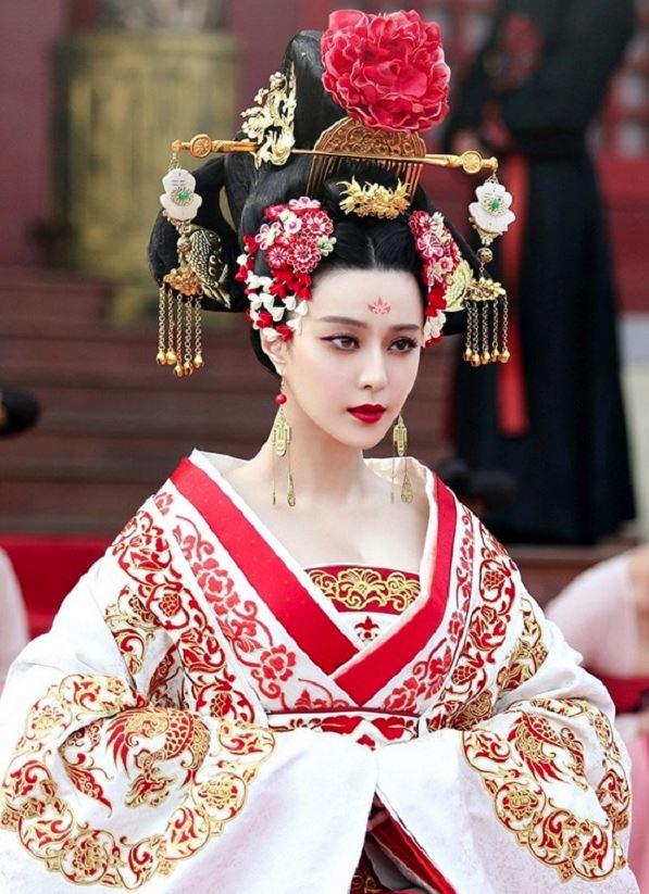 Nét sắc sảo của Phạm Băng Băng trong trang phục cổ trang