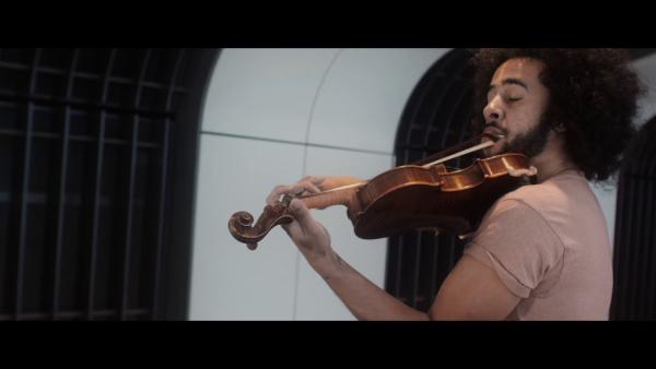"""Hứng thú với bản Violin cover """"Ca khúc Ma-nơ-canh"""" Black Battles"""