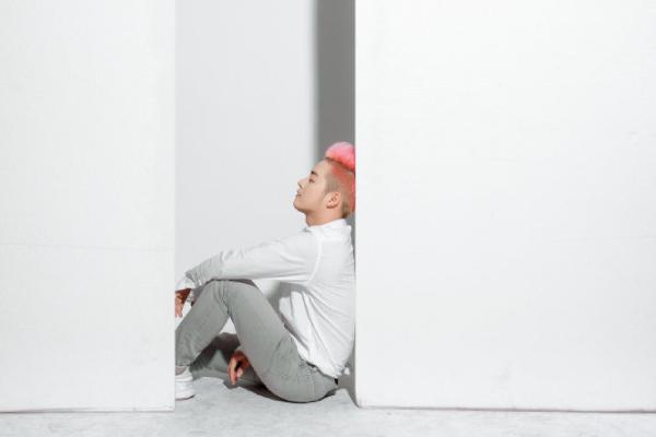Ballad Tự mình của Thanh Duy: sau nụ cười là cô đơn