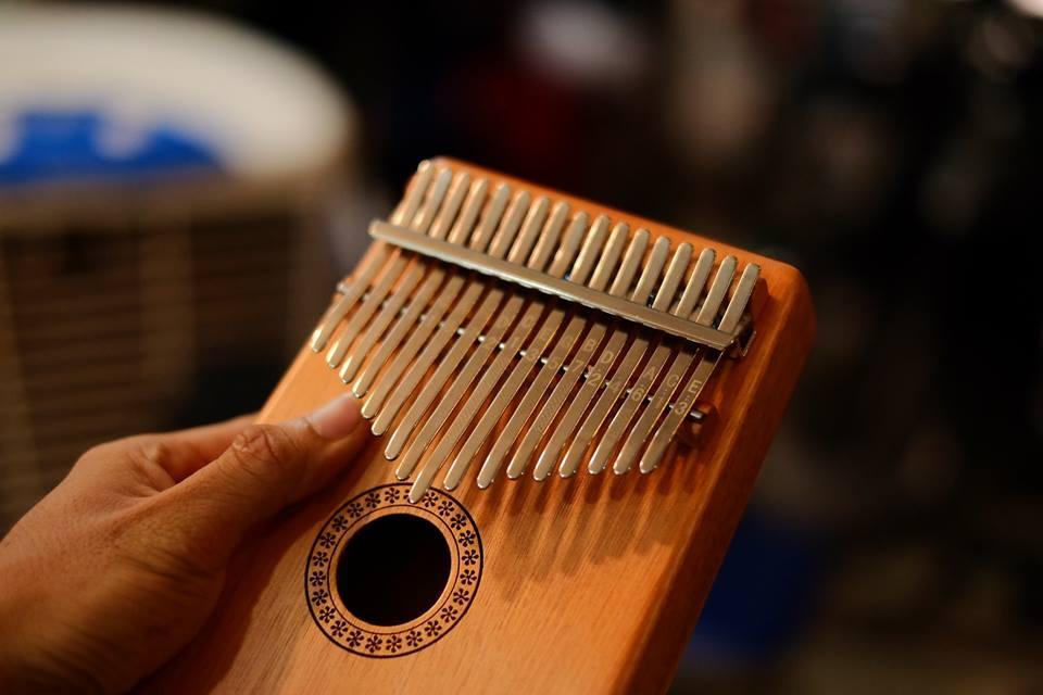 Nhỏ nhưng có võ – Đàn Kalimba chinh phục mọi tín đồ âm nhạc