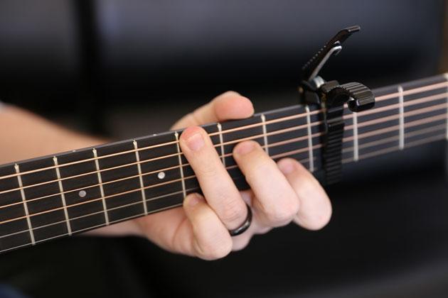 Những phụ kiện không thể thiếu khi chơi đàn guitar
