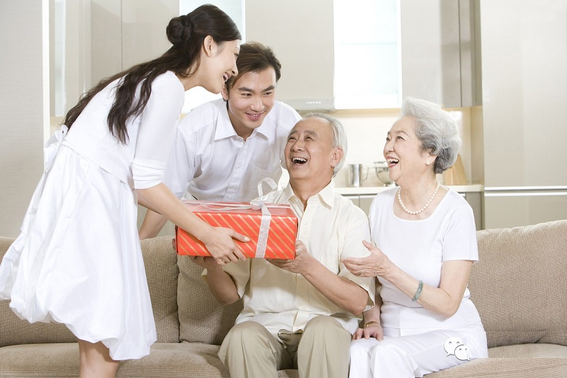 TOP 10 Món Quà Tặng Ý Nghĩa Cho Người Cao Tuổi