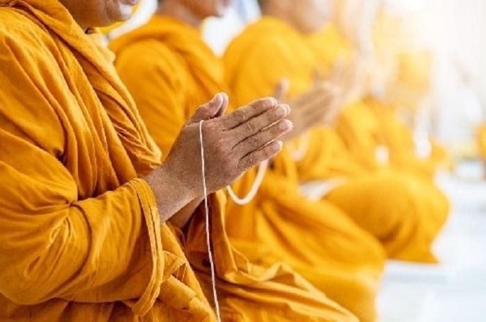 Đeo bùa bình an là điều thường thấy ở mọi nền văn hoá