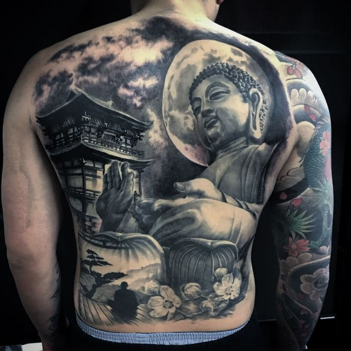 Hình xăm Phật kín lưng