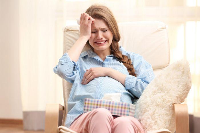 2 Khi mang thai con gai me bau de xuc dong