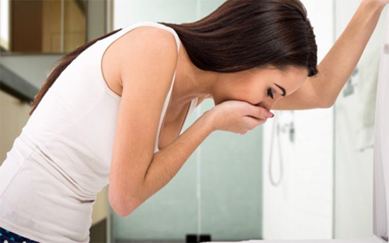 Hình 1: Buồn nôn vào buổi sáng là một trong những dấu hiệu mang thai bé gái sớm nhất