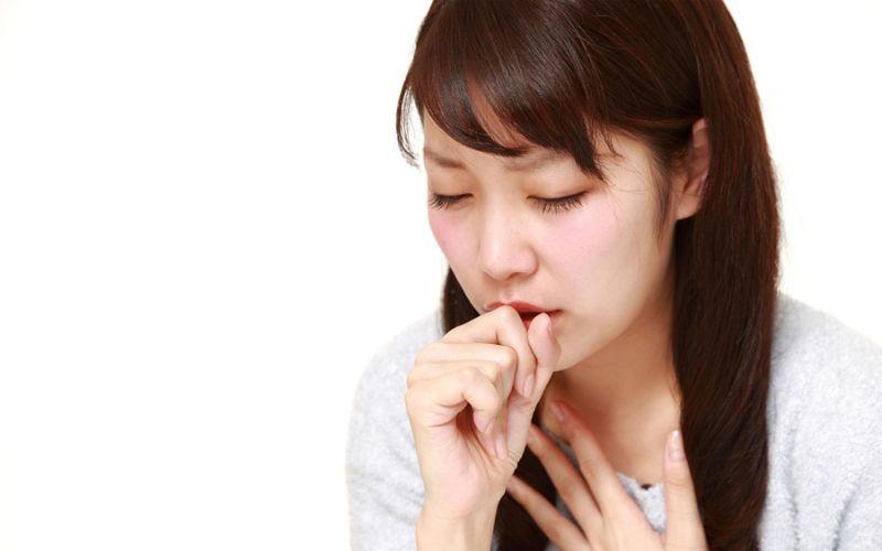 Hình 3: Cảm lạnh có thể đau họng kèm theo những cơn ho
