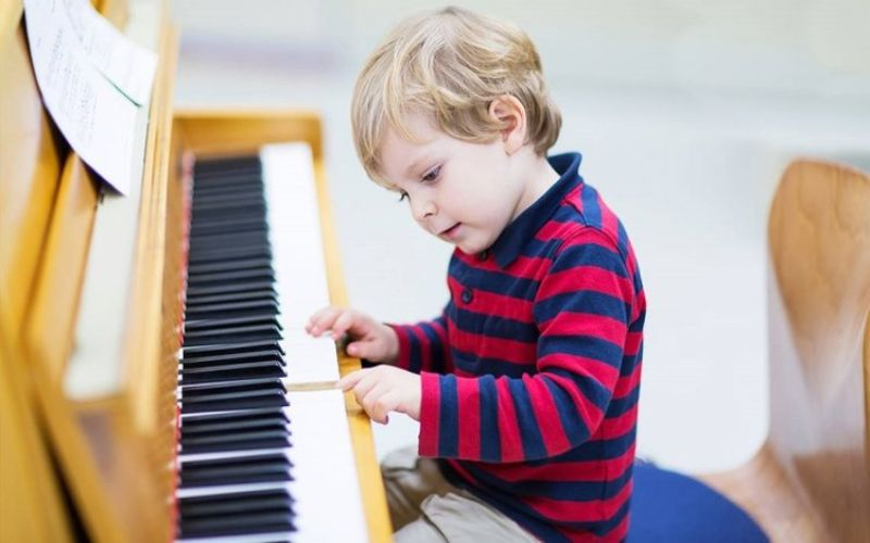 Hình 3: Trẻ tự kỷ thông minh có thể có khả năng cảm thụ âm nhạc tốt
