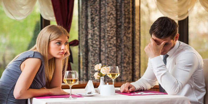 Hình 3: Trong các cuộc trò chuyện, chàng thường không lắng nghe và ghi nhớ điều bạn nói