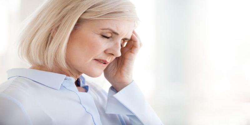 Hình 4: Trước khi bị đột quỵ, có thể người bệnh sẽ bị đau nửa đầu