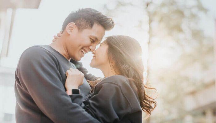 7 dấu hiệu chàng vẫn còn yêu sau khi chia tay