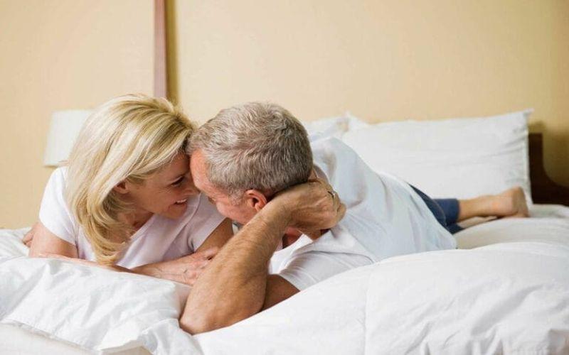 Hình 5: Hai người cần có sự trao đổi thẳng thắn về quan hệ tình dục khi bước vào tuổi trung niên
