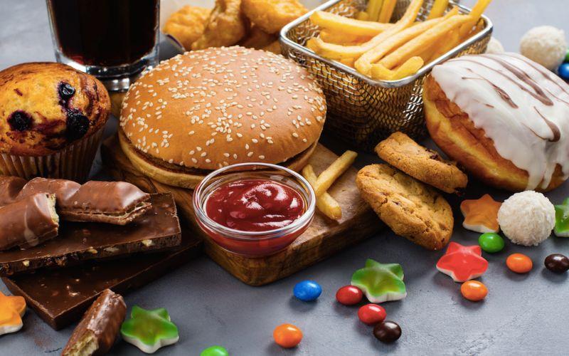 Hình 7: Nam giới sinh lý yếu không nên sử dụng thực phẩm không tốt cho sức khỏe