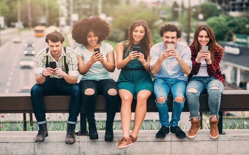 Hình 1: Thế hệ Millennials chỉ những người sinh từ những năm 1980 đến năm 1996.