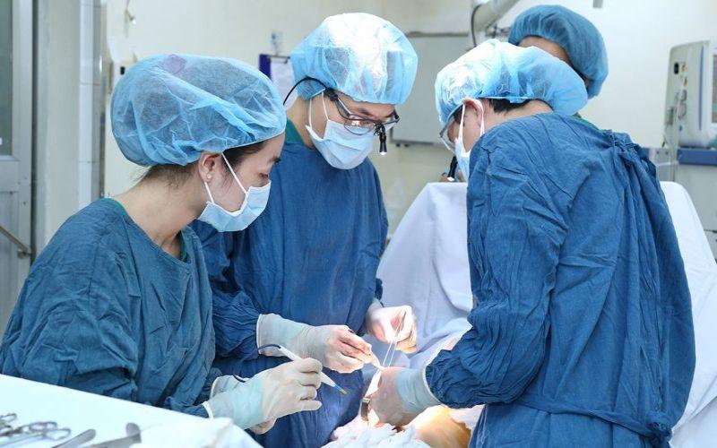 Hình 5: Phẫu thuật thu nhỏ âm đạo